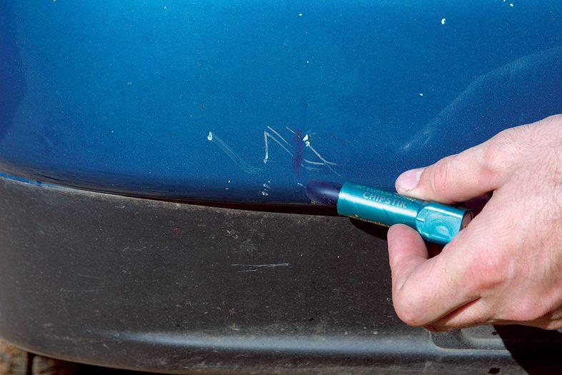 Чем заполировать мелкие царапины на машине своими руками