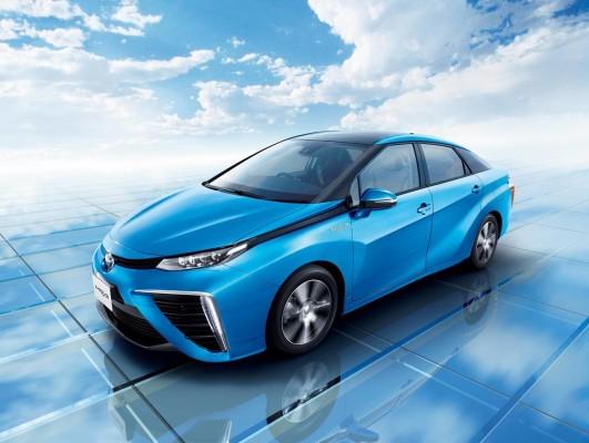 Самый футуристичный автомобиль — Toyota Mirai