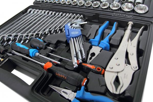 Какие инструменты необходимы водителю?